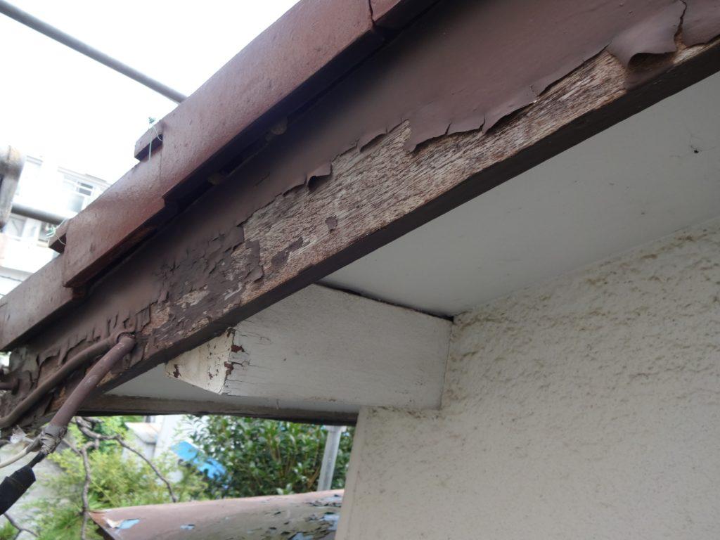 破風板の塗膜の剥離