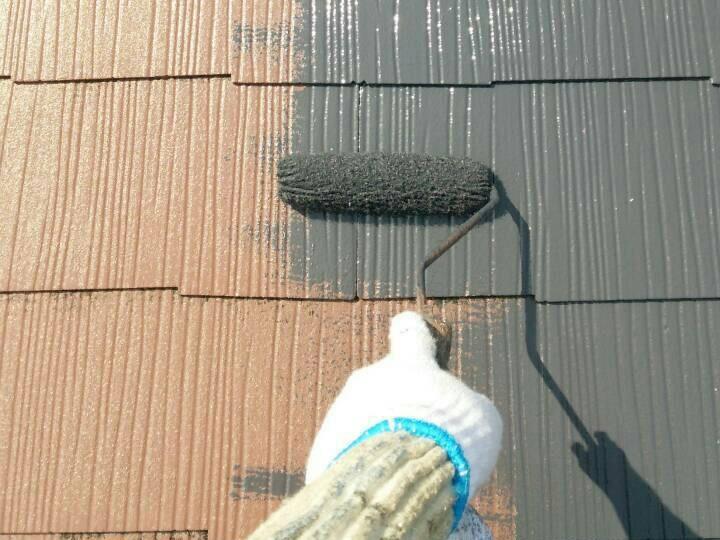 屋根塗装の仕上げ作業