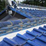 瓦屋根に充填された漆喰材