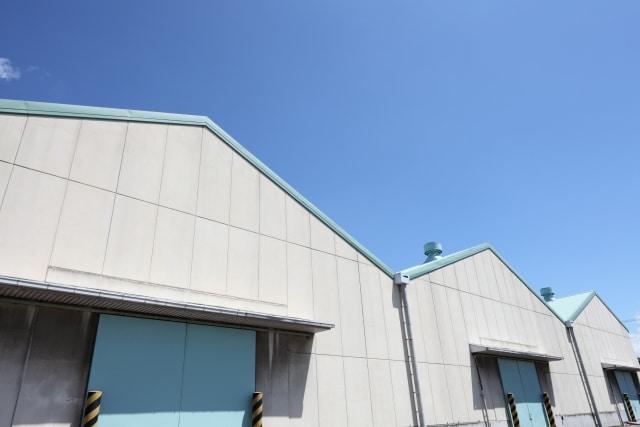 工場のALC壁