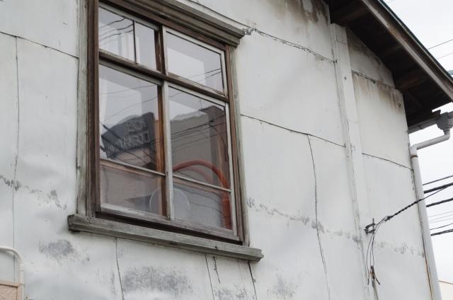 古くなった窓枠