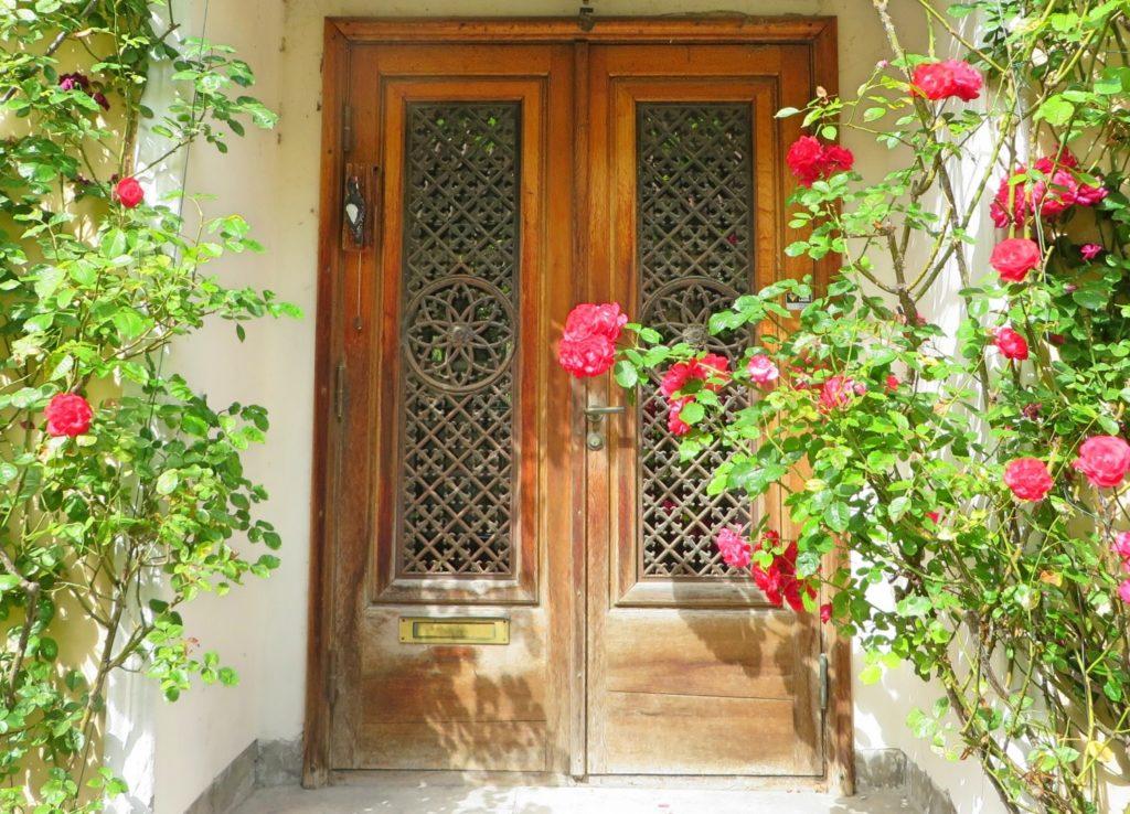 木製の玄関扉